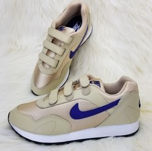 NEW NIKE OUTBURST V Women's Shoes Snaekers sz 9